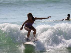 Leerling aan het surfen