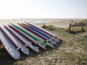 Surfboards op strand